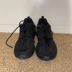 Nike Shoes - Nike Roshe Sneaker